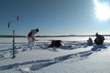 Ice fishing on Kemijoki